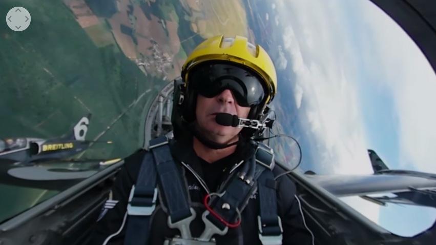 VRでアクロバット飛行を体験